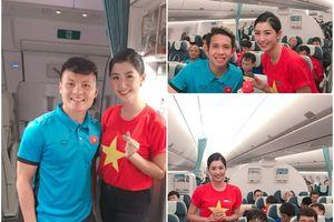 Nữ tiếp viên may mắn nhất năm khi được selfie với loạt cầu thủ tuyển Việt Nam