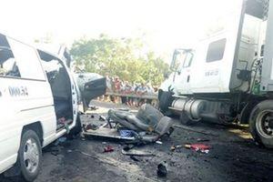 Xe container nổ lốp gây tai nạn liên hoàn, 12 người bị thương