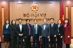 Thứ trưởng Bộ Nội vụ Triệu Văn Cường tiếp Đoàn đại biểu Trường Công vụ Singapore