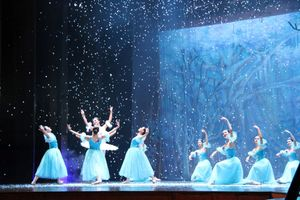 Cháy vé vở ballet Kẹp hạt dẻ: Khi nghệ thuật hàn lâm đáp ứng thị hiếu
