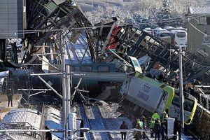 Hiện trường vụ tai nạn tàu cao tốc gây thương vong lớn ở Thổ Nhĩ Kỳ