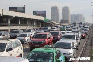 Ùn tắc khủng khiếp, hàng nghìn ô tô chôn chân trên cầu Sài Gòn