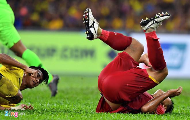 Báo Malaysia tố cầu thủ Việt Nam chơi bạo lực ở chung kết lượt đi AFF Cup