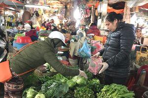Hà Nội: Rau xanh tăng giá vì rét