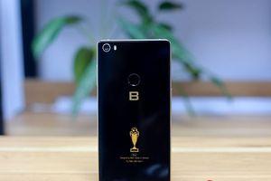 Bkav cho đặt Bphone 3 bản đặc biệt cổ vũ tuyển Việt Nam từ ngày mai, nhận máy từ 17/12