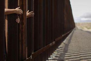 Bé gái nhập cư 7 tuổi tử vong trong trại giam biên phòng Mỹ