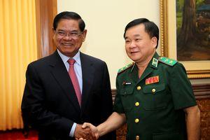 Trung tướng Hoàng Xuân Chiến chào xã giao Phó Thủ tướng Vương quốc Campuchia