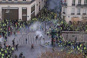 Pháp huy động xe bọc thép đối phó các cuộc biểu tình bạo lực