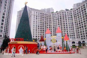 Cao ốc Hà Nội tràn ngập không khí Giáng sinh