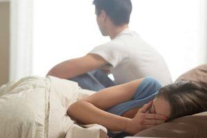 Sở thích oái oăm, tốn tiền tốn của ông chồng mỗi lần yêu khiến vợ hoang mang tột độ