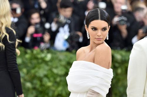 10 siêu mẫu kiếm tiền giỏi nhất thế giới năm 2018: Kendall Jenner 'vô đối'
