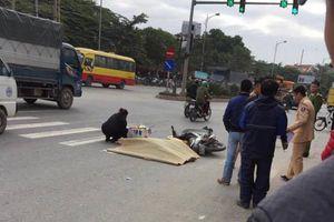 Hà Nội: Va chạm với xe khách, nam thanh niên đi xe máy tử vong tại chỗ