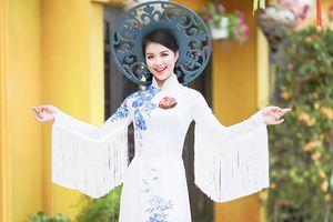 Dàn thí sinh Hoa khôi Sinh viên Việt Nam khoe nét đẹp quyền lực như nữ hoàng với BST áo dài cách tân