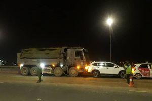 Hà Nội: Xe tải mất lái gây tai nạn liên hoàn trên cầu Nhật Tân
