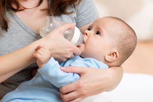 Trẻ nhỏ có cần phải uống nước sau khi bú sữa không?