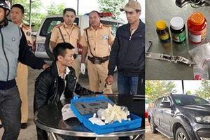 Truy đuổi xe vi phạm tốc độ bỏ trốn, phát hiện ma túy và 'hàng nóng'