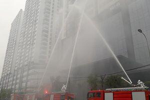 Diễn tập chữa cháy, cứu nạn người mắc kẹt trên tòa nhà cao tầng ở quận Bắc Từ Liêm