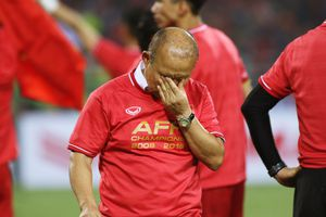HLV Park Hang-seo không cầm được nước mắt sau chức vô địch AFF Cup