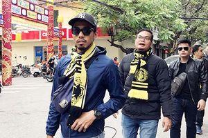 Clip: CĐV Malaysia 'đổ bộ' trên phố Hà Nội, tiết lộ cách mua được vé