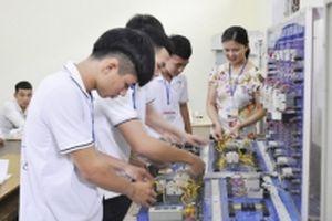 Băn khoăn trong kế hoạch sáp nhập trung tâm giáo dục thường xuyên ở Nghệ An