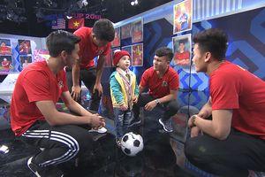 Cậu bé của Điều ước thứ 7 khiến Quang Hải, Đức Chinh bật khóc