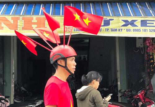 Màn hình 'khủng' cho dân vùng rốn lũ cổ vũ Việt Nam đá chung kết AFF Cup