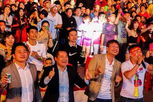 Buôn Ma Thuột lắp màn hình 'khủng' cổ vũ đội tuyển Việt Nam