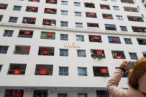 Chung cư ở Hà Nội được 'nhuộm đỏ' trước chung kết AFF Cup 2018