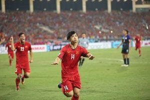 Bố mẹ các cầu thủ Nghệ An đồng loạt ra Hà Nội cổ vũ tiếp sức cho đội tuyển