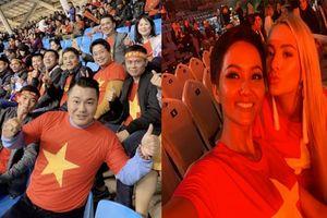 Sao Việt ca hát, ra sân cổ vũ, gửi lời chúc đến tuyển Việt Nam trước trận chung kết AFF Cup 2018