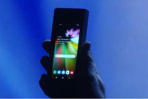 Điện thoại 'uốn dẻo' Samsung Galaxy F có RAM khủng, pin khủng
