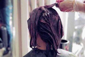 Nhuộm tóc suốt 30 năm bằng thuốc, người phụ nữ mắc ung thư
