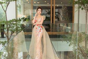 Hoa hậu Jennifer Phạm xuất hiện lộng lẫy như công chúa khi làm giám khảo