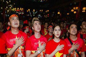 Việt Nam vô địch, sao Việt vỡ òa hạnh phúc, rủ nhau xuống đường 'đi bão'