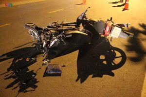 Ô tô bán tải gây tai nạn liên hoàn rồi bỏ chạy