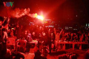 CĐV Hải Phòng đốt pháo sáng ăn mừng bàn thắng của Anh Đức