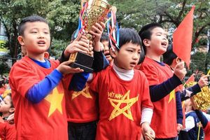 Hàng nghìn học sinh 'tiếp lửa' ĐT Việt Nam trước trận chung kết AFF Cup