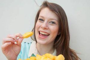 Cô gái chỉ ăn khoai tây chiên suốt 15 năm