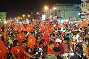 Đồng Nai: Nhiều người 'chôn chân' trong đêm mừng ĐT Việt Nam