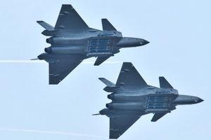 Cảnh giác Trung Quốc, Mỹ làm nhái J-20 để phục vụ huấn luyện