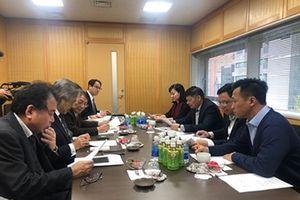 Đoàn đại biểu Tổng LĐLĐVN trao đổi thông tin với ZENROREN