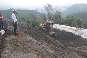 Nghệ An: Bùn thải 'treo' trên đỉnh núi