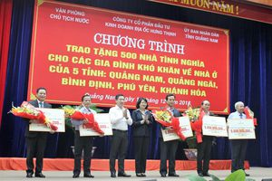 Trao 500 nhà tình nghĩa tặng các tỉnh miền Trung
