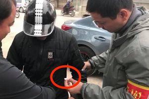 Bị cảnh sát 141 phát hiện ma túy trong túi áo, thanh niên phân bua 'áo em đi mượn…'