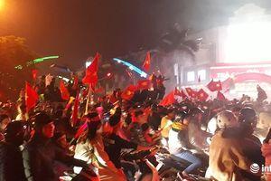 Hàng vạn người hâm mộ xứ Thanh 'đi bão' khi Việt Nam vô địch AFF Cup