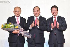Thủ tướng cảm ơn HLV Park Hang-seo đưa đội tuyển Việt Nam vô địch AFF Cup