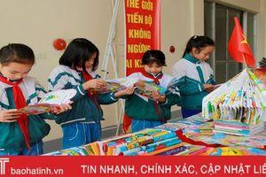 Nghi Xuân tiếp nhận 721 tủ sách trường học