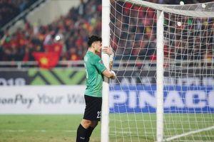 Hình ảnh thủ môn Văn Lâm bật khóc mừng Việt Nam vô địch gây xúc động