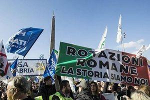 Pháp vừa 'hạ nhiệt', biểu tình tiếp tục bùng phát ở Áo và Italy