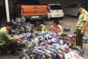 CSGT Hà Nội bắt xe đông lạnh chở quần áo lậu